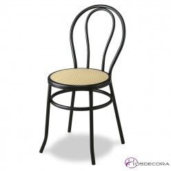Silla Thonet con asiento plástico crema.
