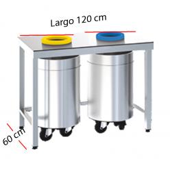 Mesa con orificios para la clasificación de residuos.