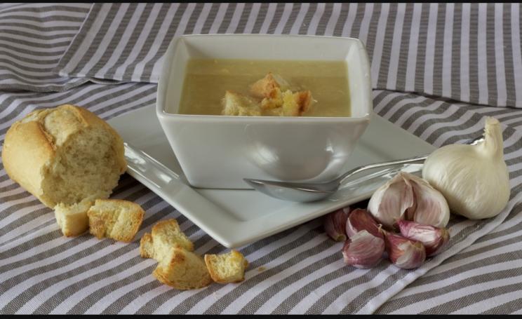 sopa de ajo blanco