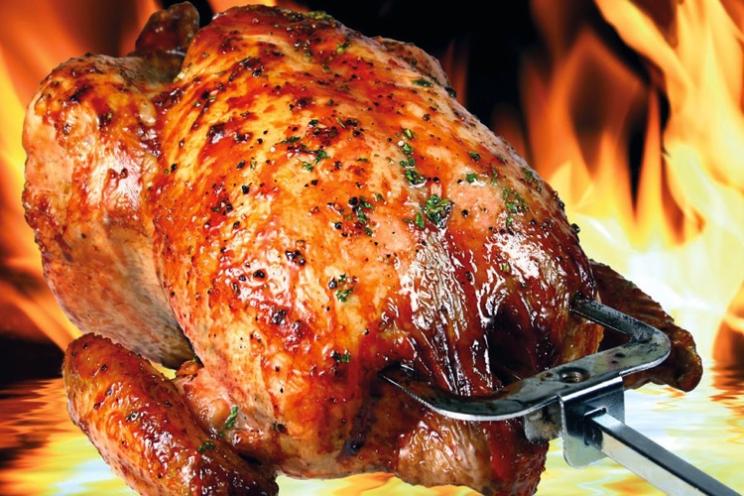 Cómo hacer pollo asado de una manera fácil en un asador de pollos